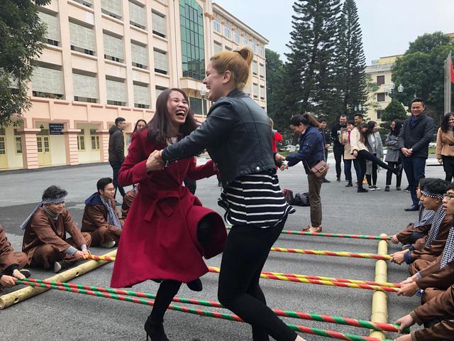 """Vietnamese's Tet - """"Sinh viên nước ngoài tưng bừng tham gia tìm hiểu Tết Việt""""_http://dantri.com.vn/giao-duc-khuyen-hoc"""
