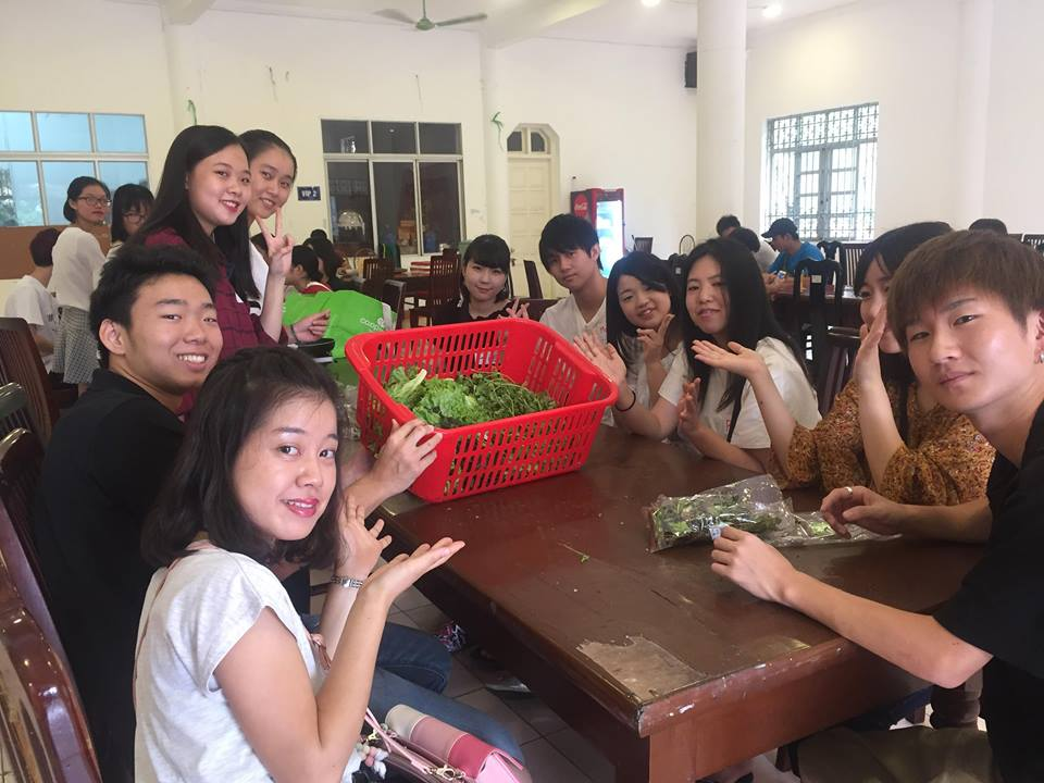 Pratice making and enjoy traditional foods of Viet Nam